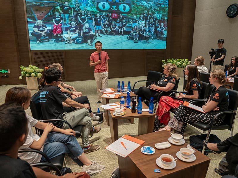 Jack Ma talks to students