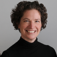 Dr Jacqueline Kennelly