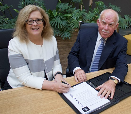 VC and Chancellor sign the safety charter