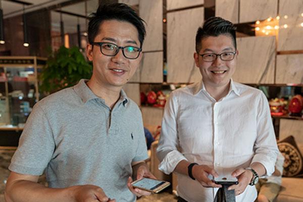 Image of two China Global alumni ambassadors