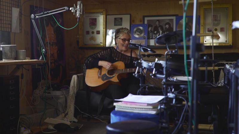 Melinda in studio