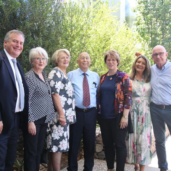Professor Alex Zelinsky (University of Newcastle Vice-Chancellor and President), Carol Cooper (family), Lyn Morris (family), Bob Morris (family), Professor Jenny May (Director of University of Newcastle Department of Rural Health), Jenny Morris (family), Peter Morris (family)