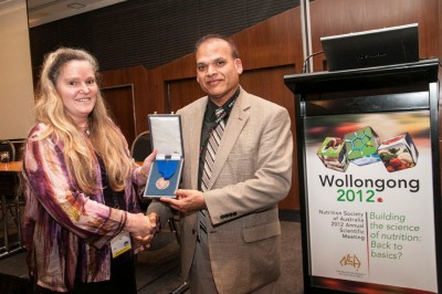 Professor Manohar Garg receiving the 2012 Nutrition Society of Australia Medal