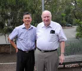 CHOO Heng Thong with his former teacher and friend Professor Alan Roberts